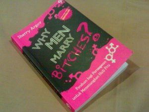 Sherry Argov. Buku ini jadi teman gw satu-satunya waktu dinas ke Cirebon, kelar dalam 3 jam.